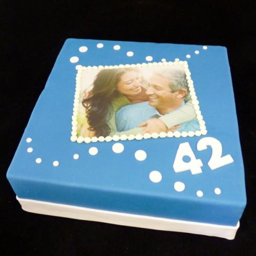 Foto taart - stippen op donker blauw