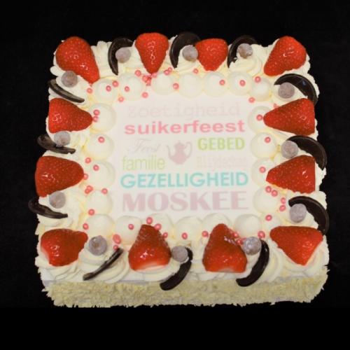 Slagroomtaart met afbeelding en aardbeien