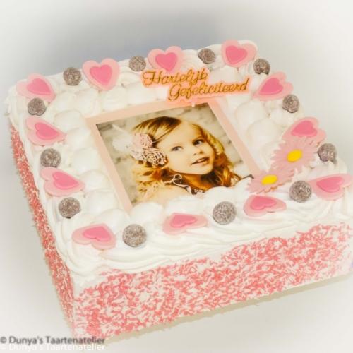 Slagroomtaart met foto en roze feestdeco