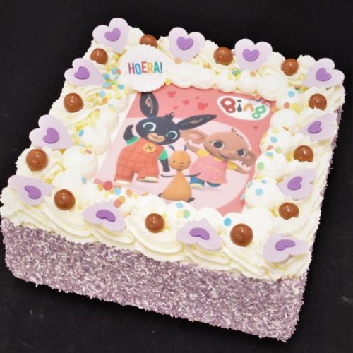Slagroomtaart met afbeelding (Bing) in paars-lila tinten