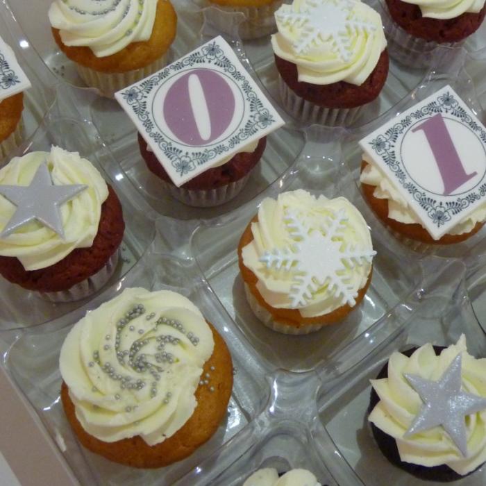 Grote Cupcakes met afbeelding - foto - logoGrote Cupcakes - Uw Logo
