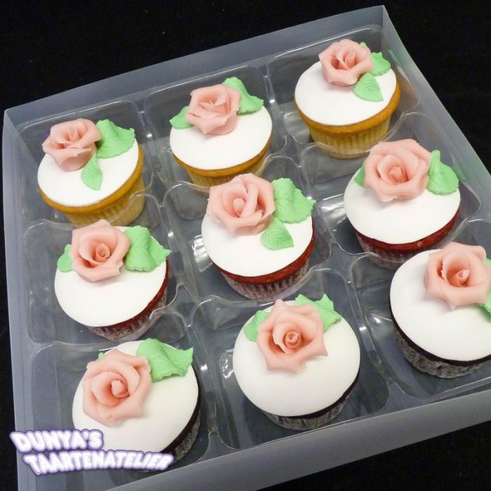 Grote Cupcakes met RoosCupcake met Roze Roos