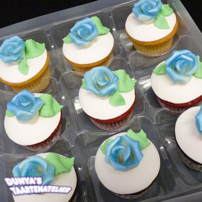 Grote Cupcakes met RoosCupcake met Blauwe Roos