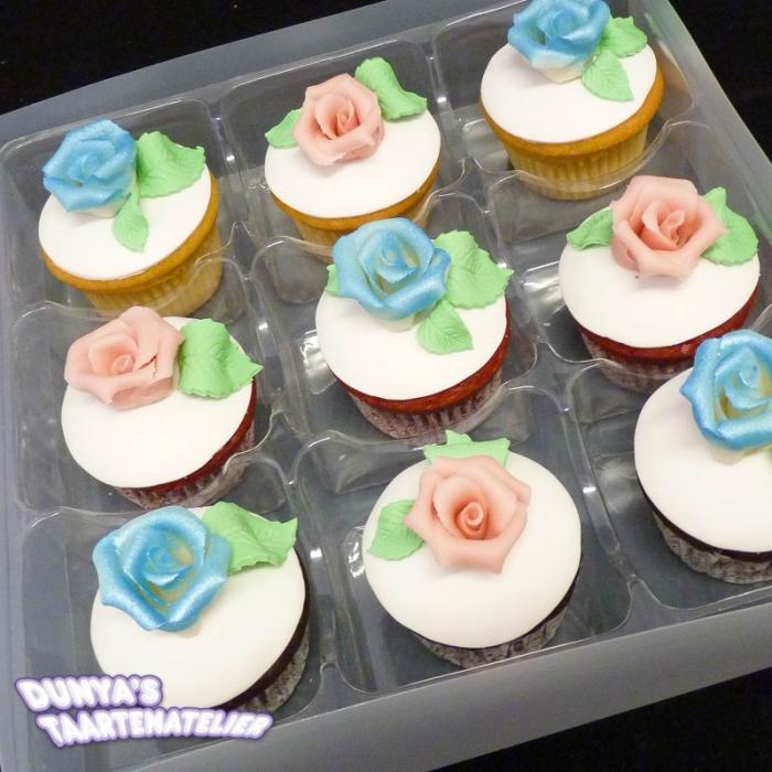 Grote Cupcakes met RoosCupcake met Roze en Blauwe Roos