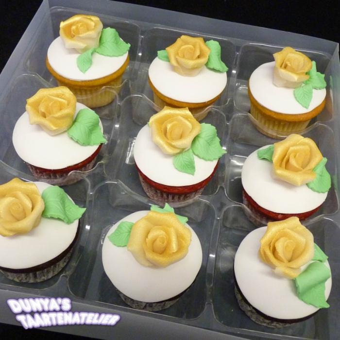 Grote Cupcakes met RoosCupcake met gouden roos