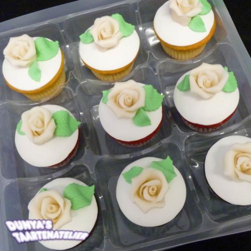 Cupcake met Ivoor Roos