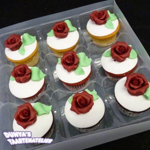 Cupcake met Bordeaux Roos