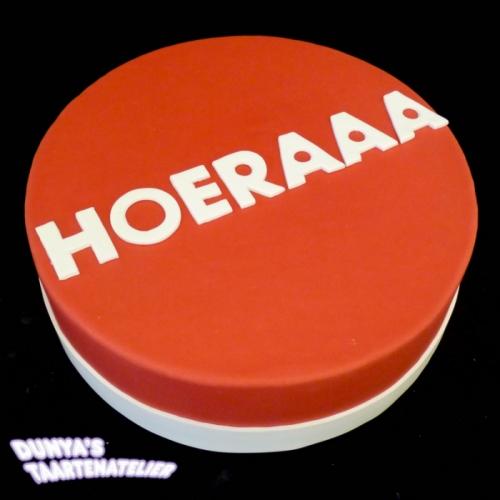 HOERAAA - wit op rood